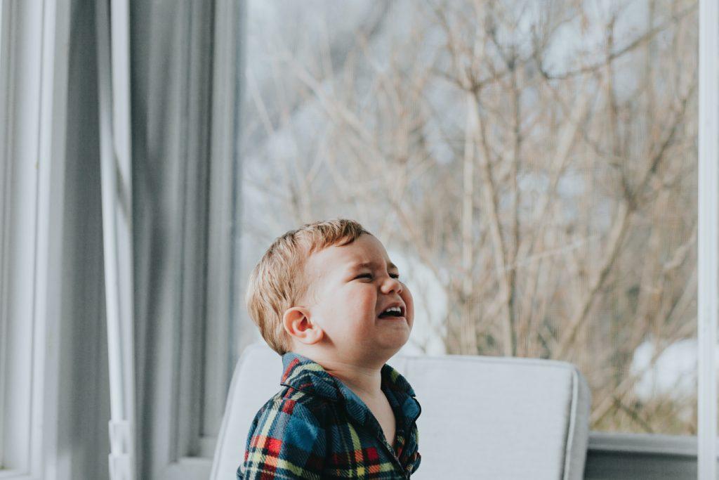 泣く赤ちゃん画像